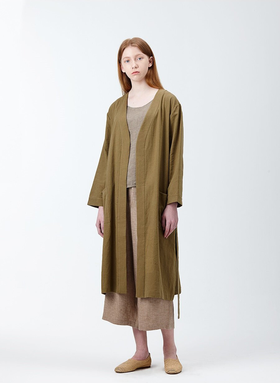 아유 LINEN COTTON BELTED ROBE (KHAKI)